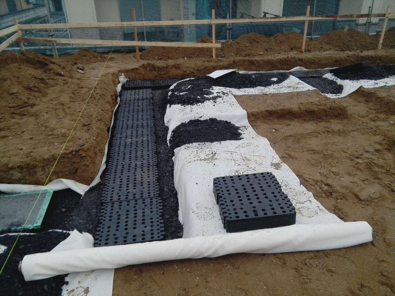 SG工法地盤改良工事にてSG資材敷設