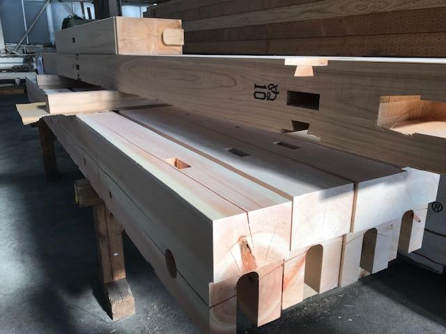 プレカット工場での木材加工