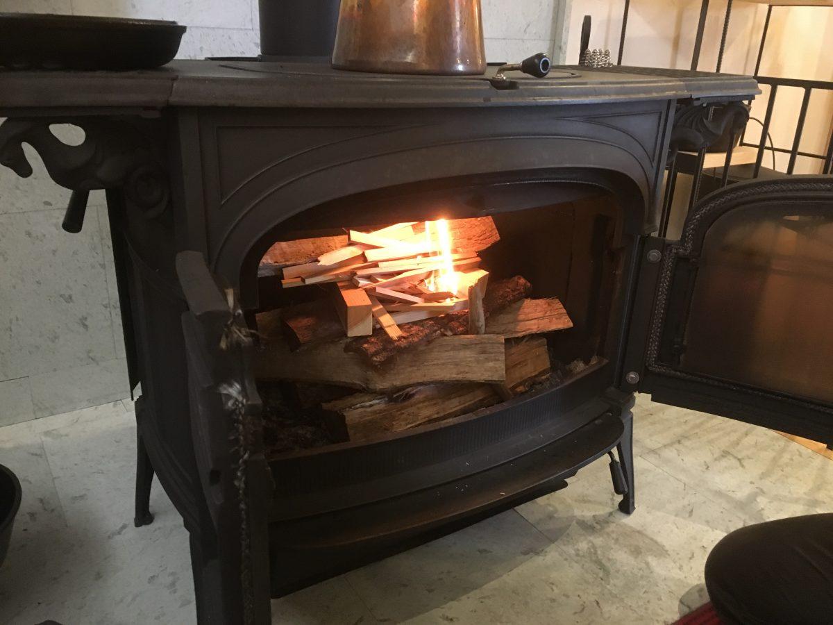 薪ストーブに無事着火