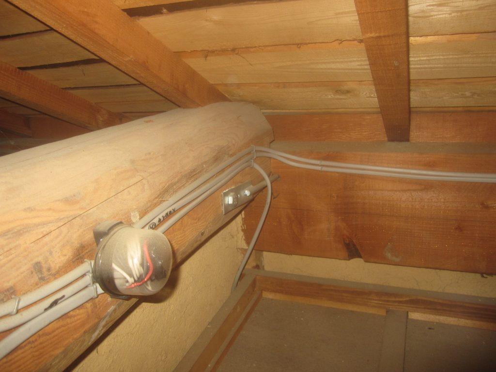 小屋裏の梁と桁接合部