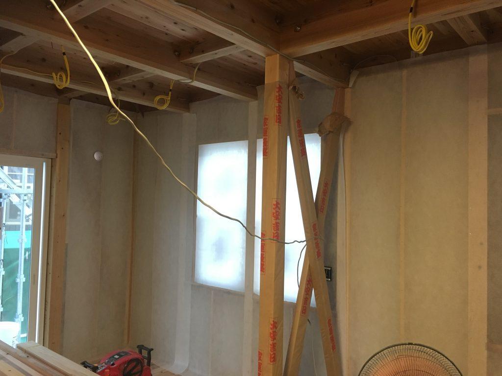 新築住宅工事の断熱材吹込み用の専用シートを設置したところ