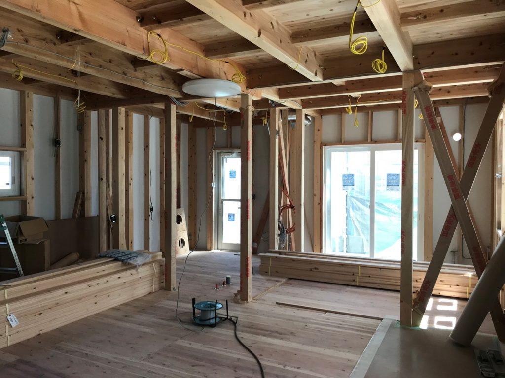 木造住宅工事中の建物の中