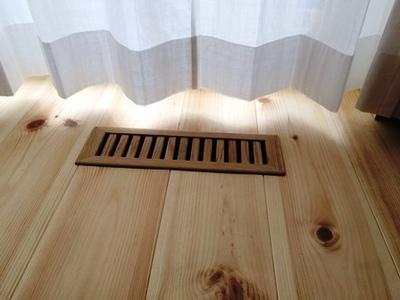 基礎コンクリート蒸発する水分を外気排出の際に失われる空気を供給する室内給気口