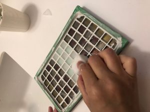 DIYで作るタイルボードに詰めた目地材の拭き取り