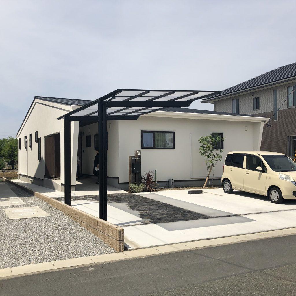 車いすで暮らすシンプルモダンな平屋住宅