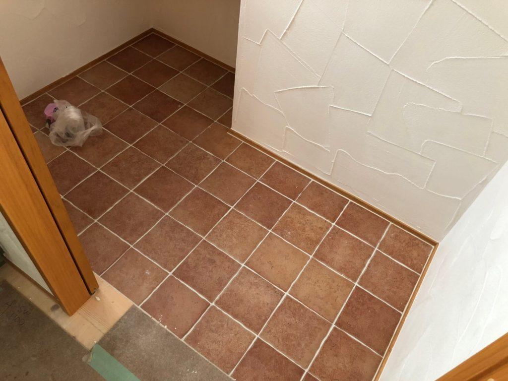 便器設置前のトイレ空間