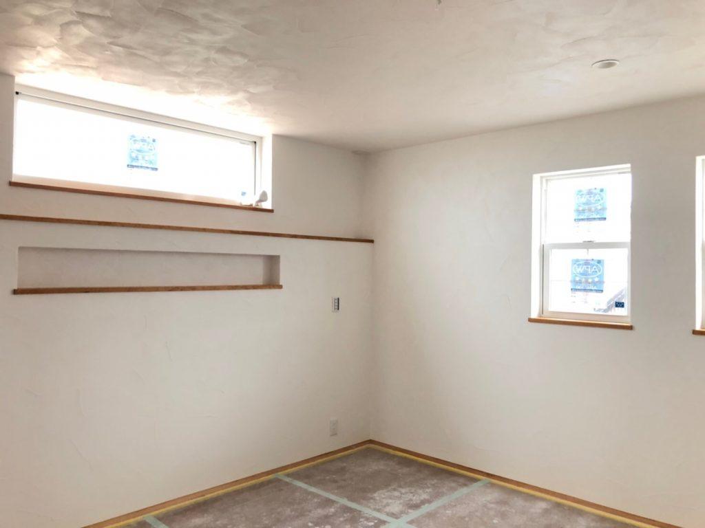 漆喰仕上げ直後の室内