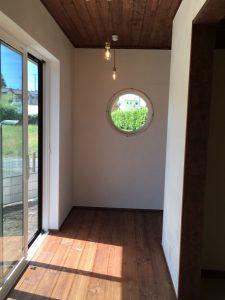 和風カフェの家 丸窓 広縁