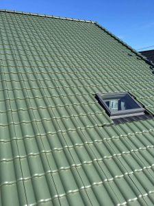 緑色の三州瓦で葺いた大屋根