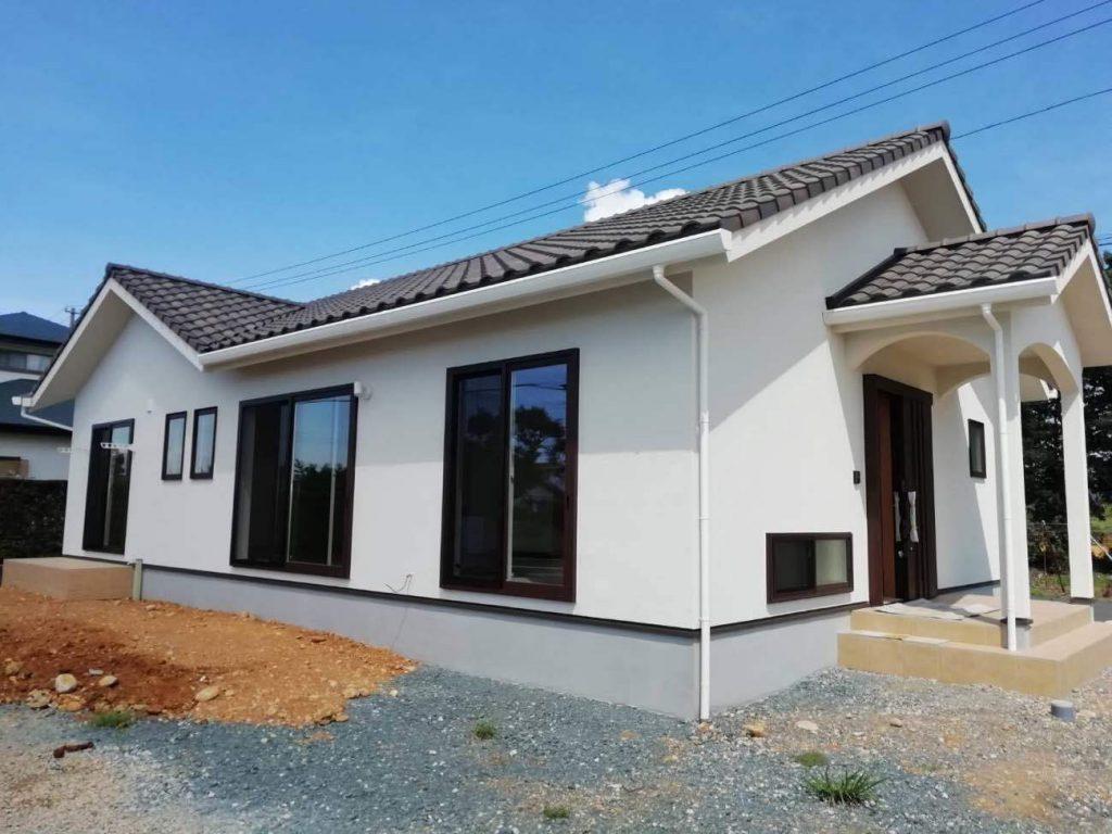 平屋建ての新築木造住宅