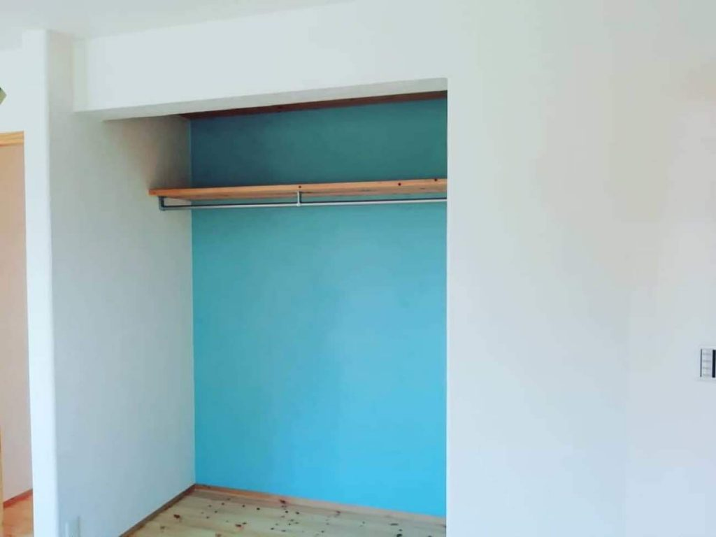 内壁漆喰仕上げの一部着色