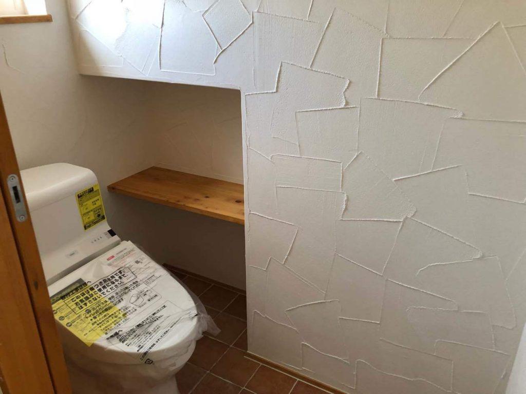 スパニッシュパターンの漆喰塗り壁仕上