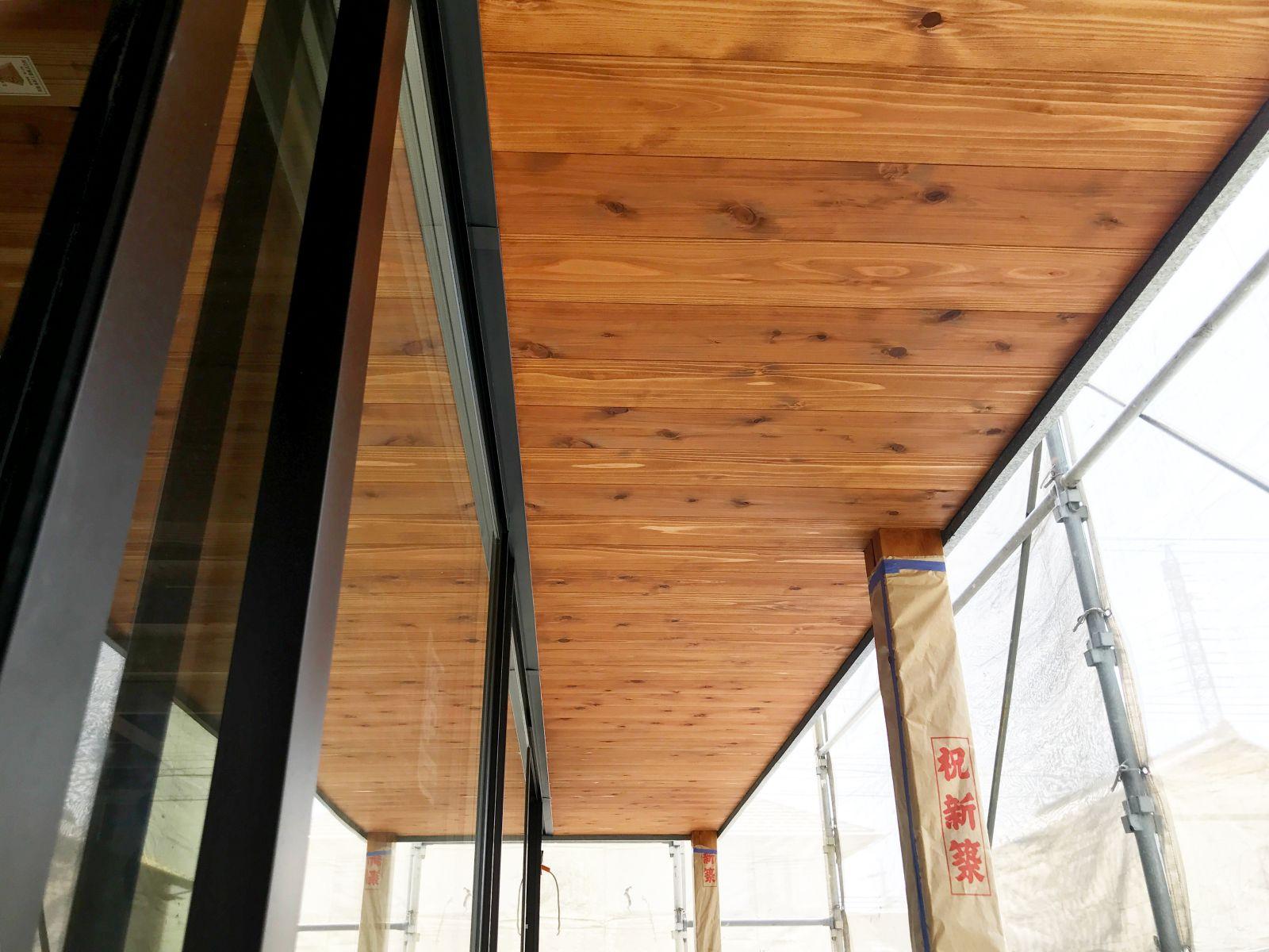塗装後の軒天井羽目板