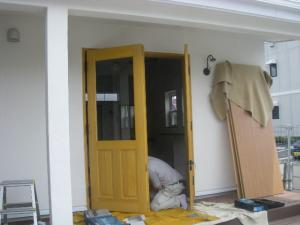 玄関ドア黄色