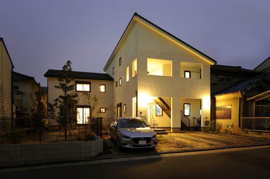 シンプルモダンな上下分離型二世帯住宅