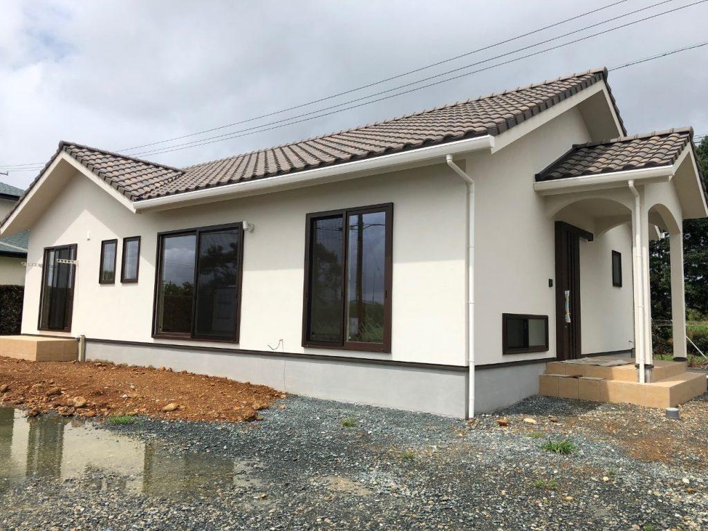 平屋建ての新築住宅外観