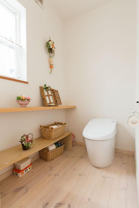 カワイイを散りばめた広々トイレ