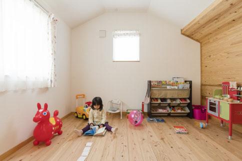木の香りいっぱいのやさしい子ども部屋
