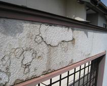 雨漏りにより腐食したサイディング、サイディング・合板下地による内部結露