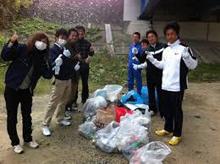 写真:天竜川の清掃