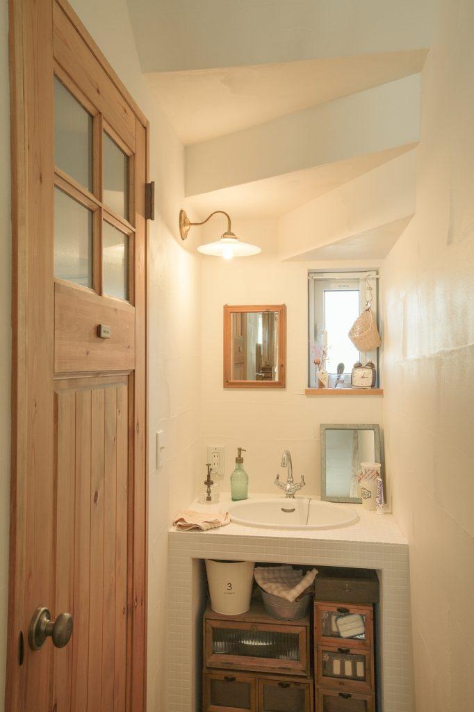 階段下を有効利用した洗面