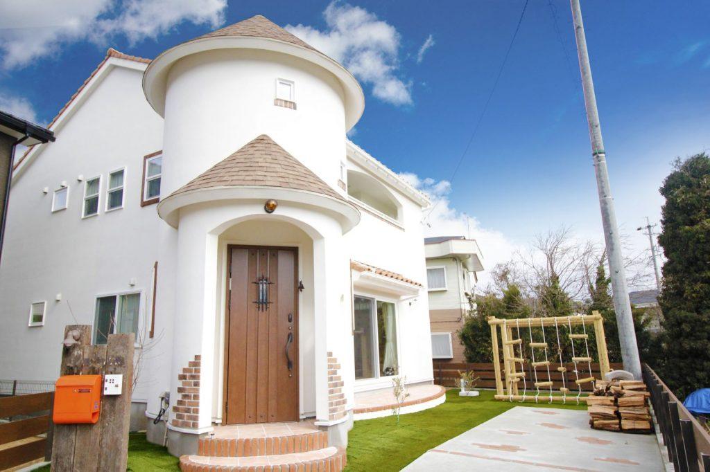 プロヴァンス×自然素材 塔のあるかわいいお家