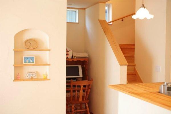 階段横も無駄なく活用。