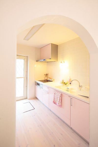 キッチンは、来客に見えにくいよう、あえて独立型に。