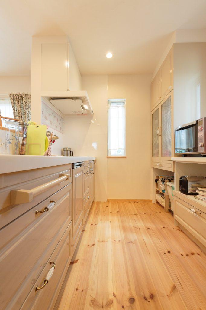 奥様セレクトのオーダーキッチン。 キッチン扉は特注色…!