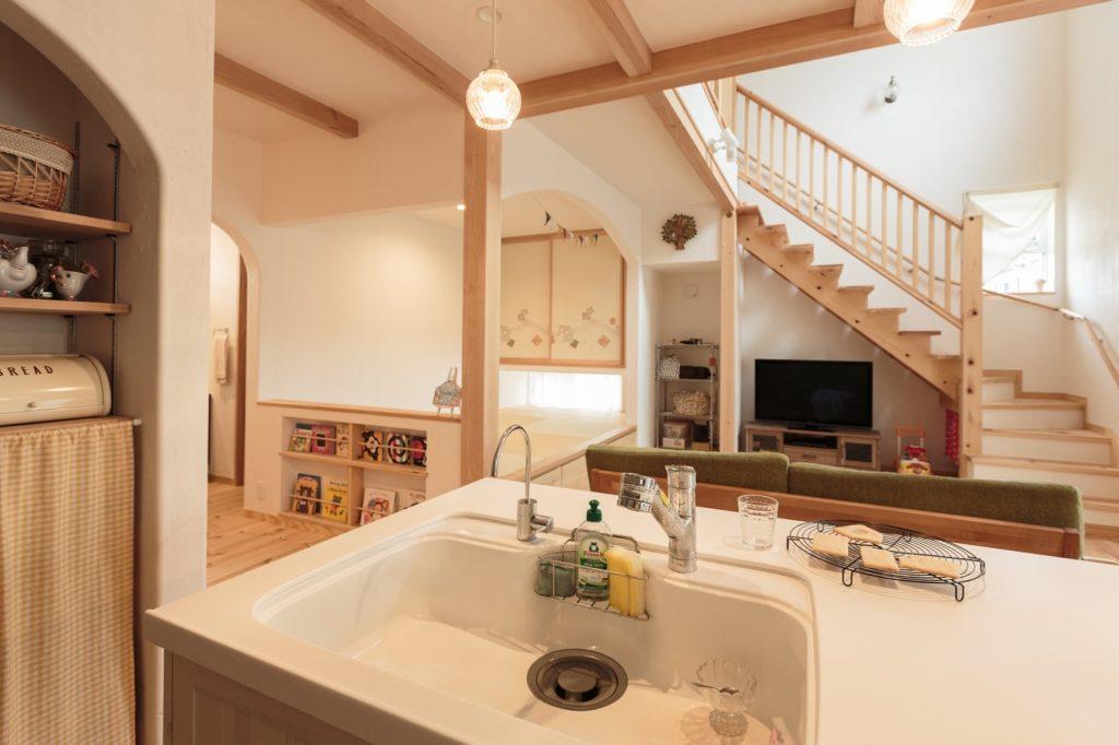 リビングダイニング、和室、水回り、2階… 全てが見渡せるキッチン