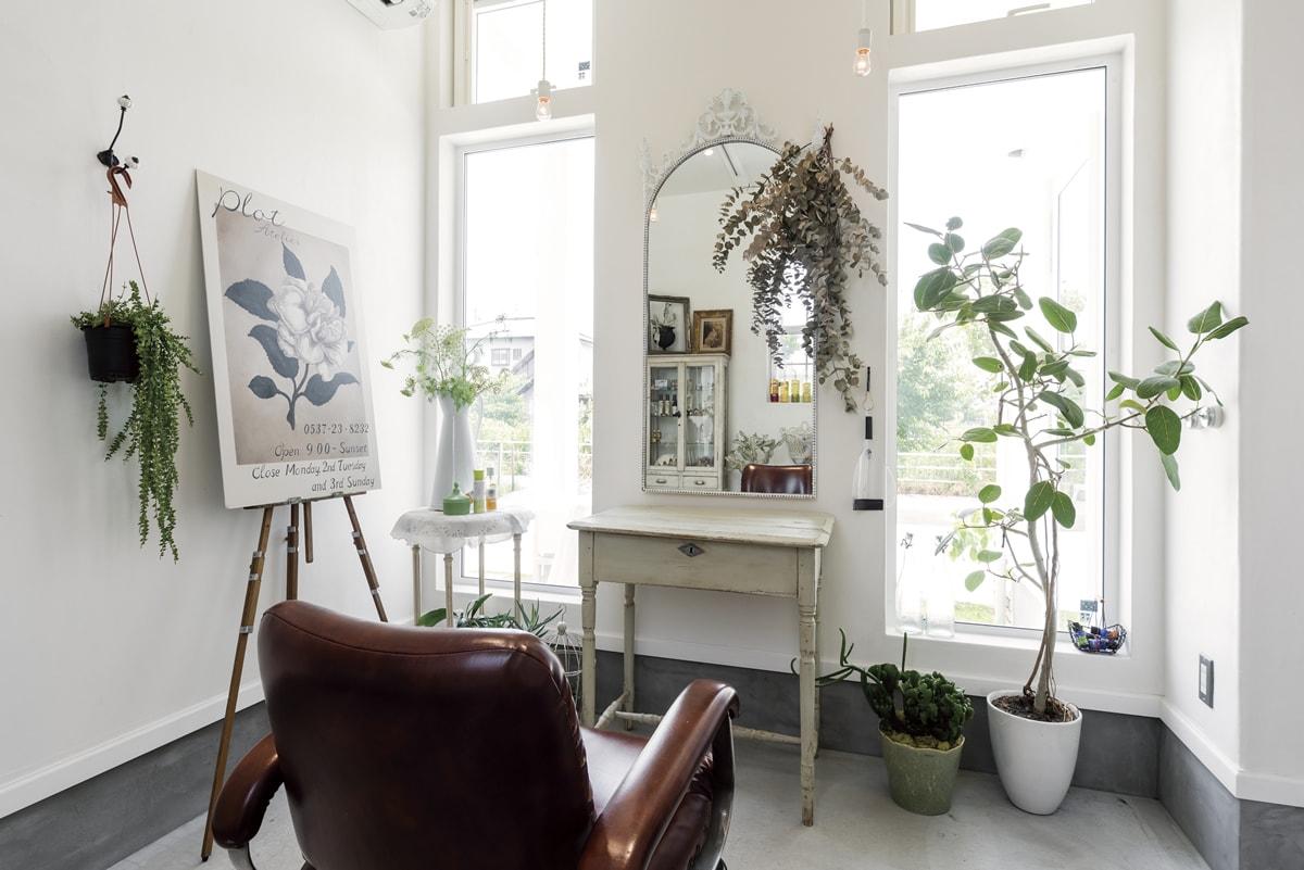 ナチュラル×自然素材 こだわりの家具で可愛らしい店舗併用住宅に
