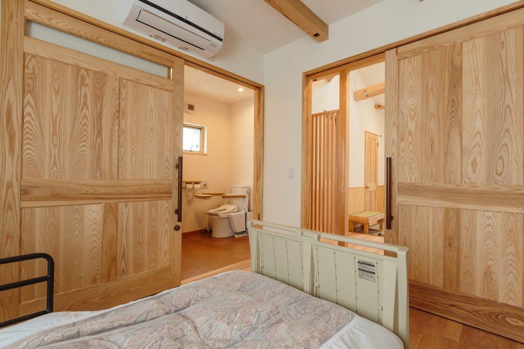 夜中も安心して使えるように寝室のすぐ近くにトイレを配置
