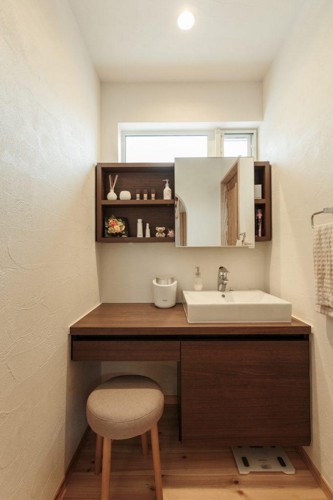 落ち着いた雰囲気で長居したくなる洗面所