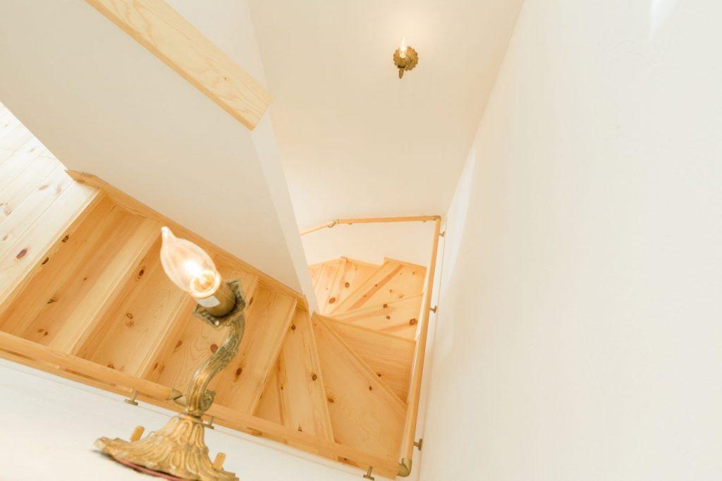 照明にこだわった階段