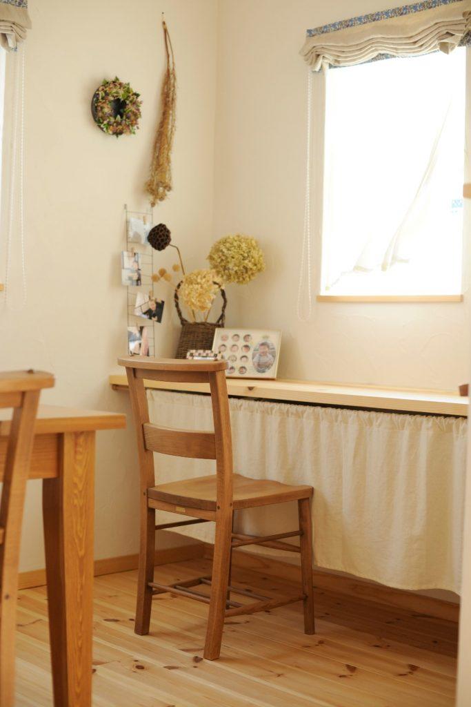 キッチンからもよく見える場所に設けたスタディーコーナー