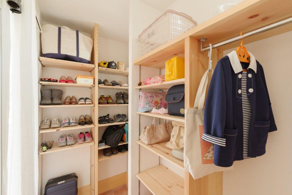 靴だけでなく、傘や上着、バッグまで仕舞える大容量収納