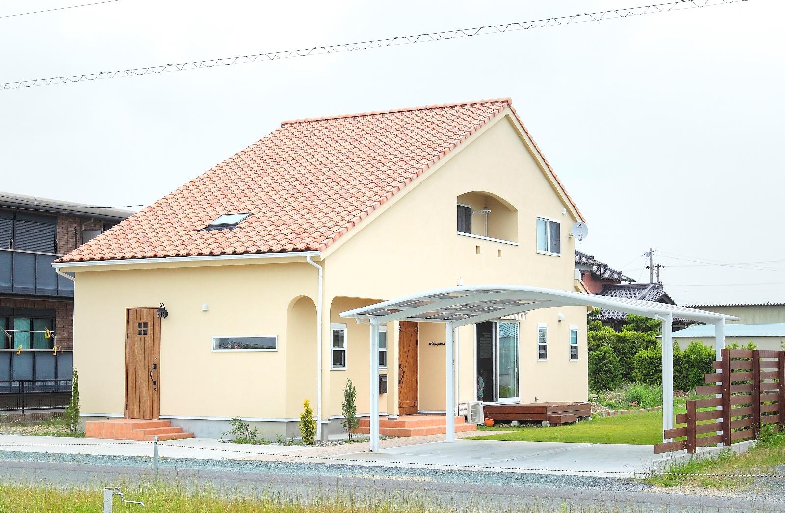 ヘアサロンと住まいを心地よく共存させた自然素材の家