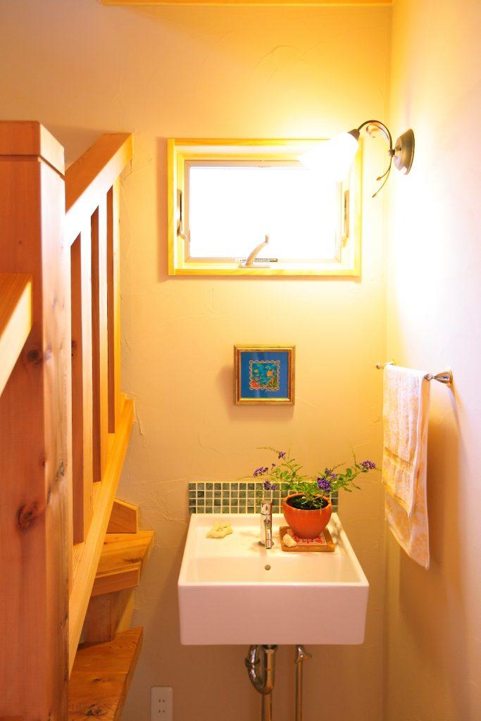 階段横の手洗いスペース。
