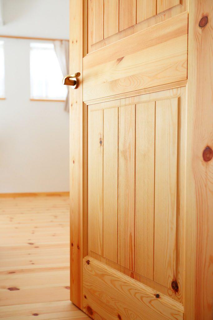 ドアも無垢材とにかわ(膠)ボンドで造ったオリジナル