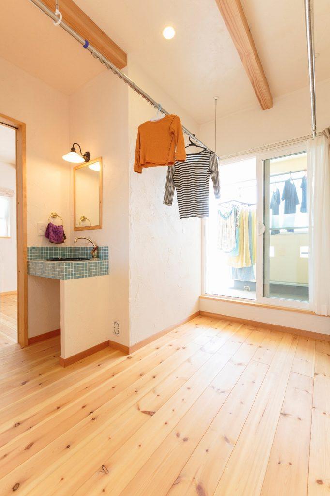 2階のフリースペースは多目的に使用できる。洗濯物も干せ、雨の日も安心