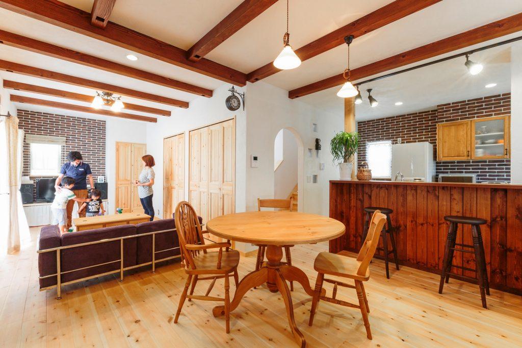 本物の自然素材で家族を優しく包むカフェスタイルの家