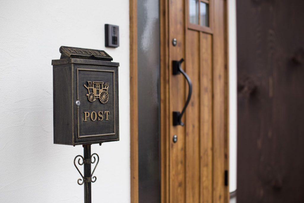 玄関にある郵便ポストもピッタリあっていてオシャレ