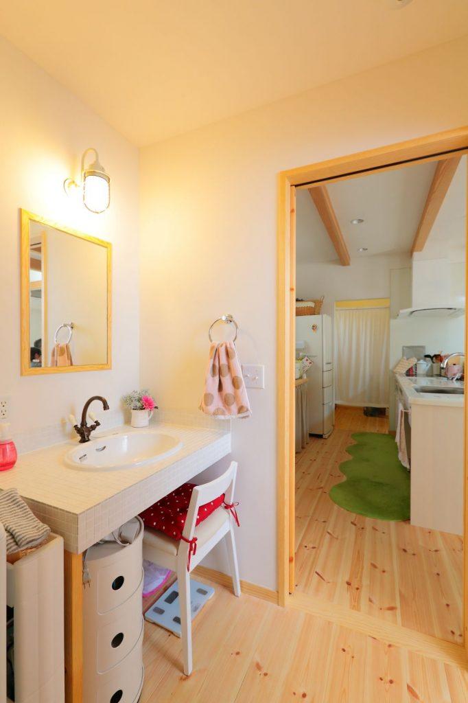 浴室・洗面・キッチンが一列でつながった機能的な家事動線も◎
