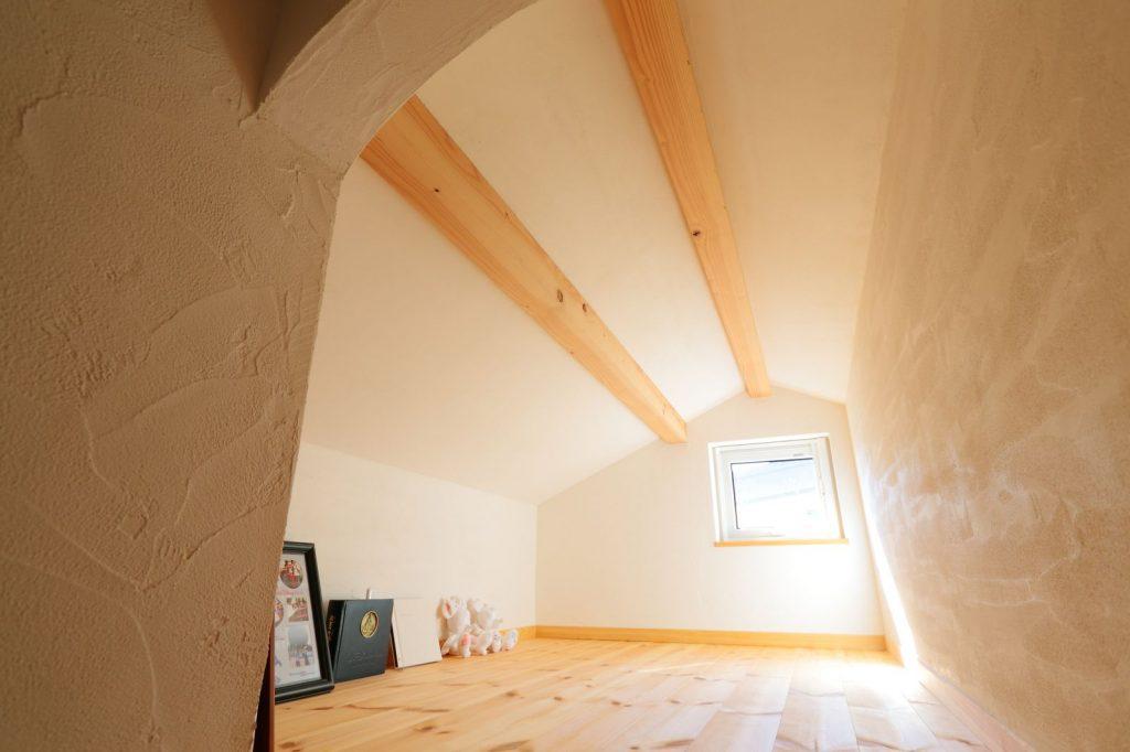 ロフトも無垢と自然素材を使っているので、屋根裏にも関わらず真夏でも熱気がこもりにくい