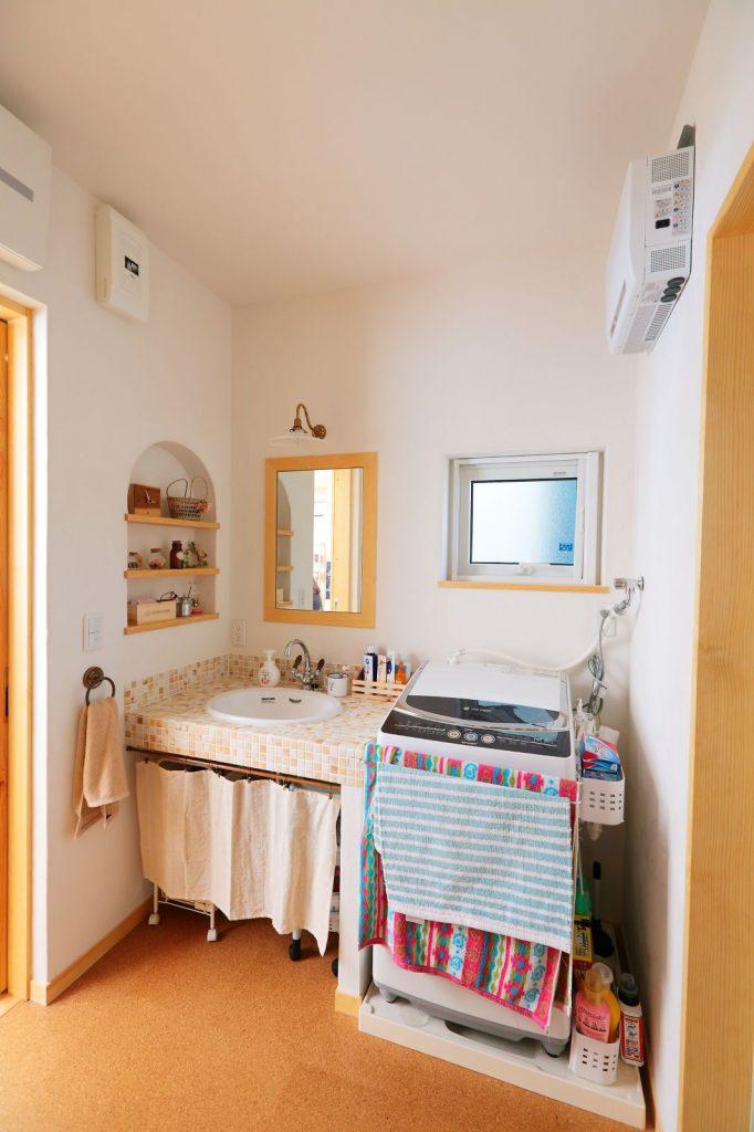 モザイクタイルをあしらった洗面化粧台はずっとキレイに使いたくなるほど愛おしい