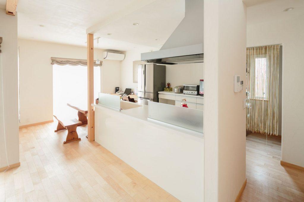 キッチン奥には大容量のパントリーを完備