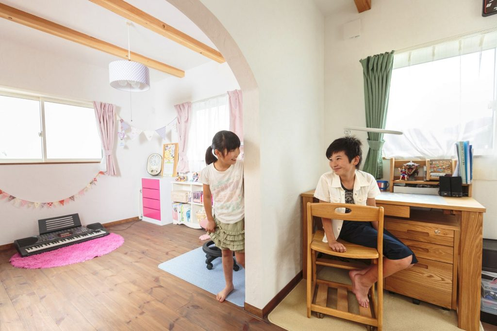 仲良し兄弟の部屋は、年頃になったらロールスクリーンなどでセパレートも可能