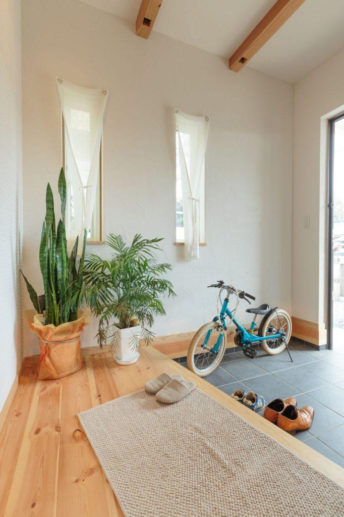 自転車も置ける広々玄関。