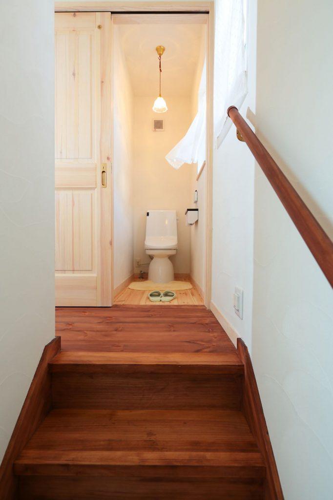 来客があった際にプライベートスペースが見えないように、トイレは2階に設けた