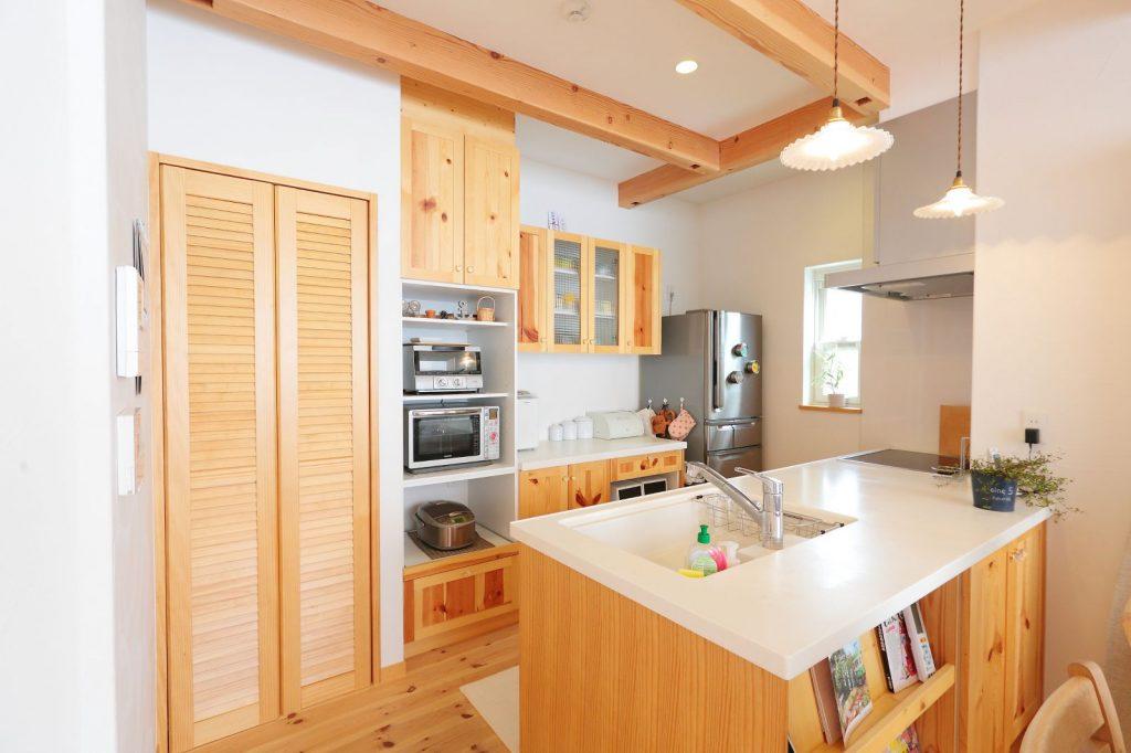 家電がすっきり収納できるようにこだわったキッチン